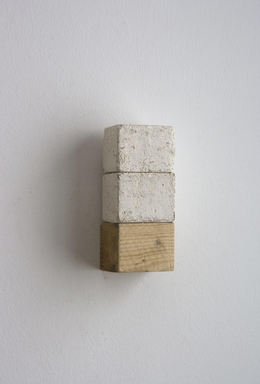 """De la serie """"L´esprit de l´escalier"""". Técnica mixta. 22x8'5x9 cm. 2014"""