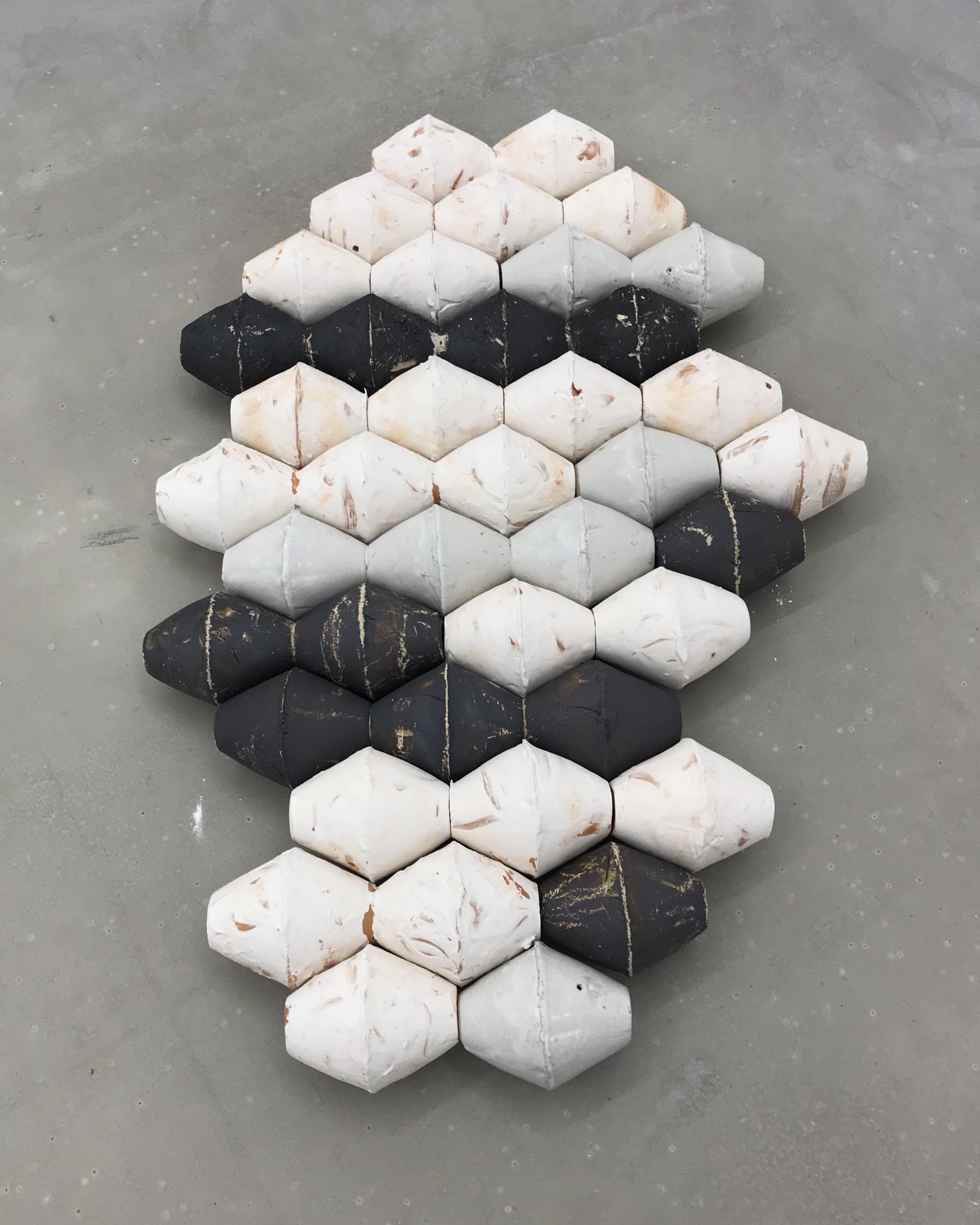 S./T. (Serie Columnas). Gres, terracota y esmalte. 109x74x12 cm. 2018