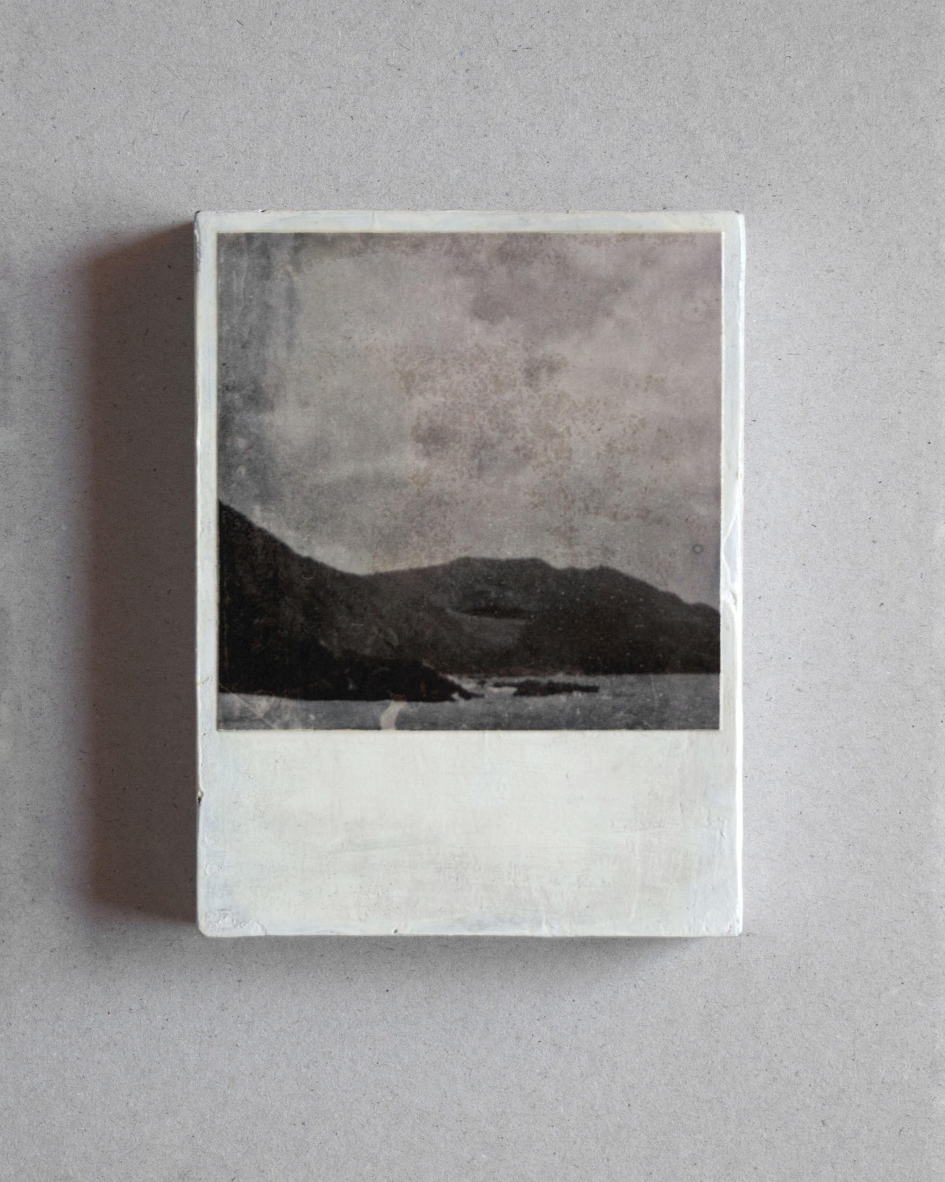 Rosendo Cid. Serie Paisajes. Madera, fotografía y barniz. 13x10x2 cm. 2020